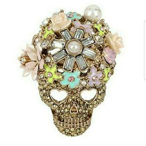 Betsey Johnson flower cluster skull ring